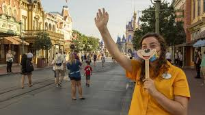 _Disney to lay off 28,000 theme park employees in US